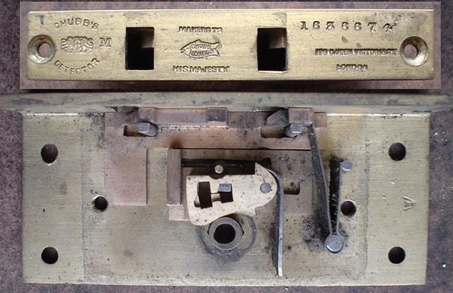 Сувальдный детекторный замок братьев Чабб