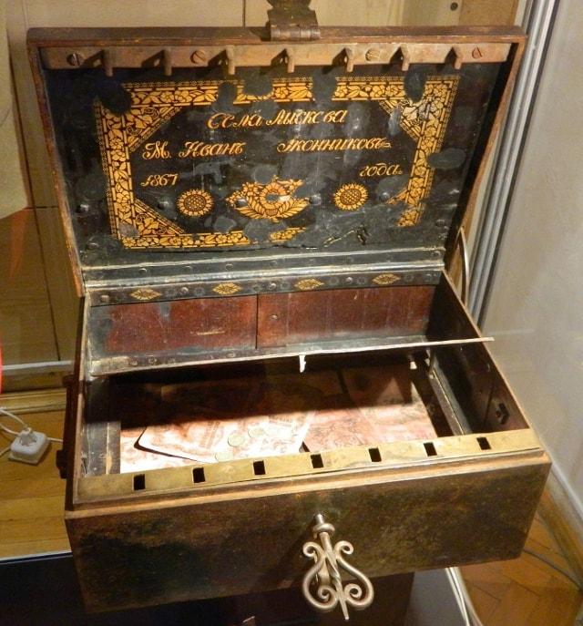 Полковая казна в музее Волгограда.