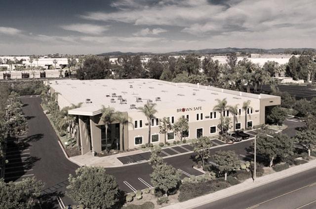 Штаб квартира компании в городе Виста (штат Калифорния, США)