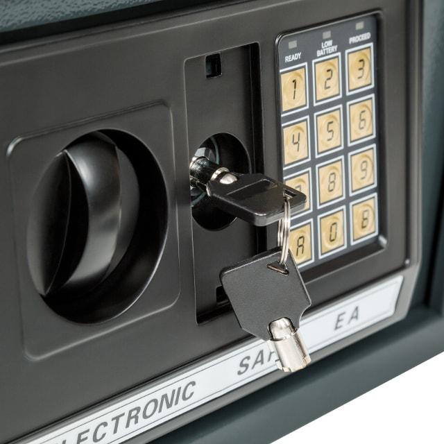 Открытие сейфа аварийным мастер-ключом.