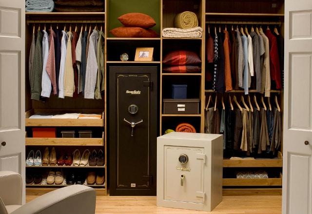Сейфы в гардеробной