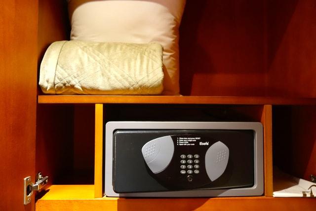 Сейф в отеле - как пользоваться.