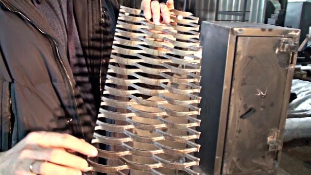 Металлическая сетка для армирования бетона.