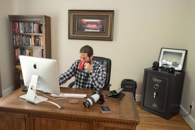 Сейф в домашнем кабинете фотографа.