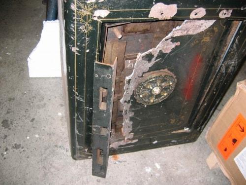 2010-05-22-safe uncracked