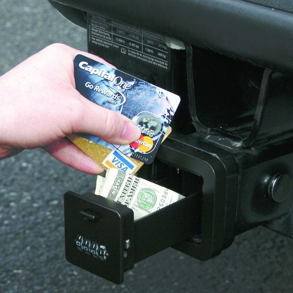 В тайнике можно хранить кредитные карточки, деньги...